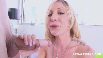 Slut Babe Amy Brooke Giving a Hot Blowjob