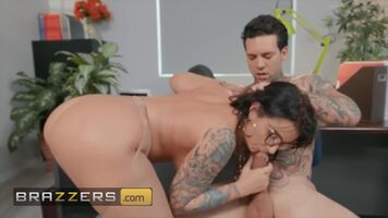 Hot Curvy Babe Ivy Lebelle Giving a Blowjob